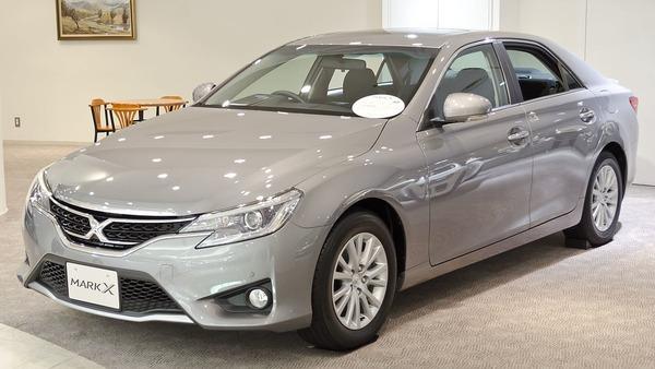 1280px-2012_Toyota_Mark-X