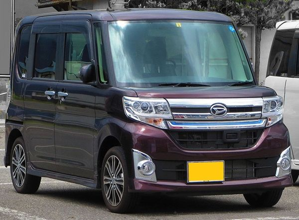 Daihatsu_Tanto_Custom_RS01s