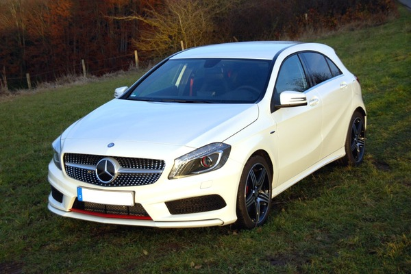 Mercedes-Benz_A_250_Sport_(W176)_–_Frontansicht