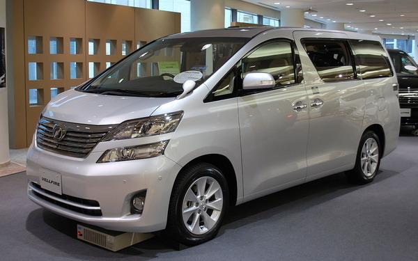 2008_Toyota_Vellfire_01
