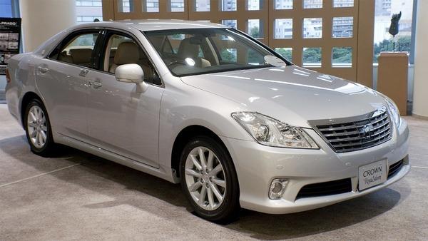 2010_Toyota_Crown-Royal_01