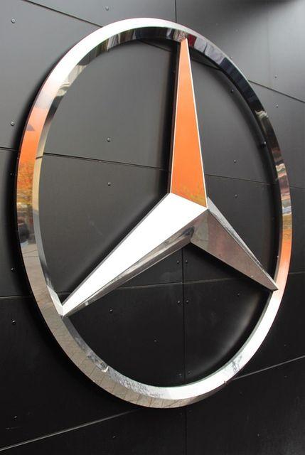 mercedes-star-1789973_960_720