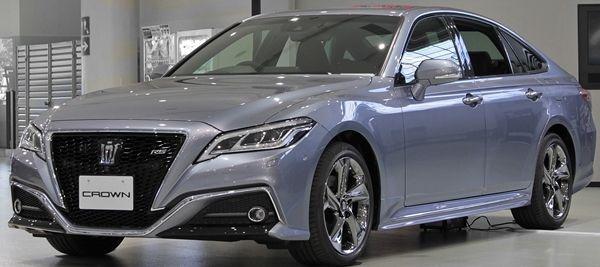2018_Toyota_Crown0111s