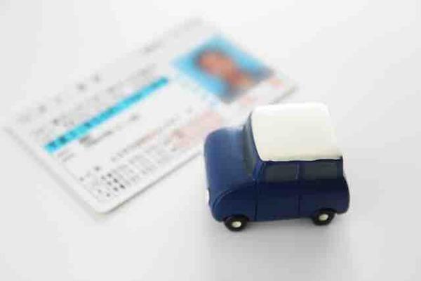 大学生なんやがMT車とか底辺職しか乗る機会ないしAT免許で十分だよな?