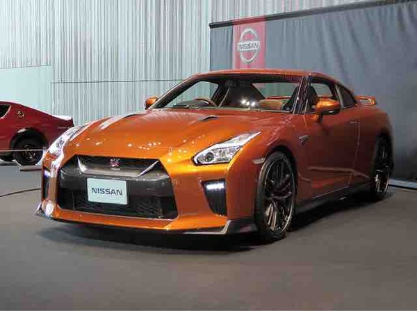 日産GT-Rとか言うポルシェやフェラーリより安くて速いのに売れない車ww