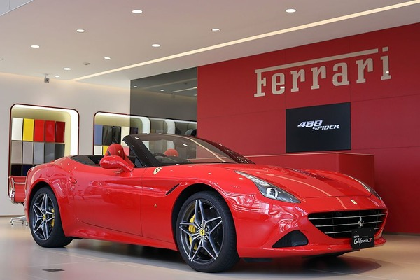 Ferrari_Califonia_T_by_Japan_specification