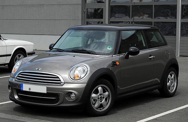 1024px-Mini_Cooper_(R56,_Facelift)