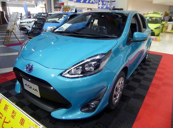 1024px-Toyota_AQUA_S_(DAA-NHP10)_front