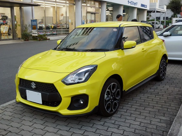 1024px-Suzuki_SWIFT_Sport_(CBA-ZC33S-VBRM-J)_front