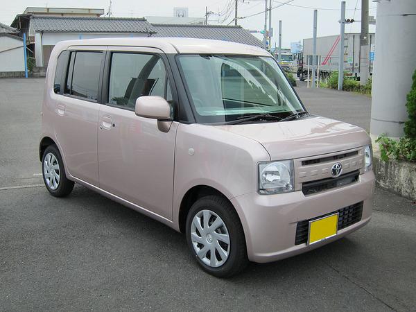1024px-Toyota_Pixis_2
