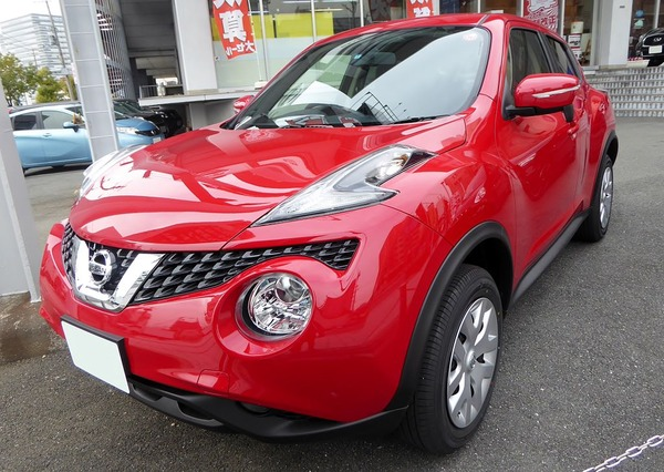 Nissan_JUKE_15RX_(F15)_front