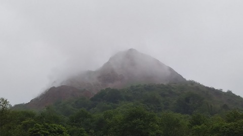 霧の昭和新山