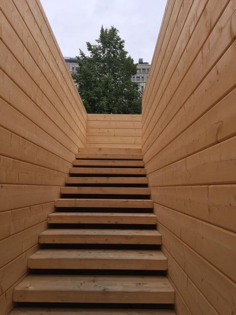 木製建築物 2階へ
