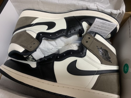"SNKRSでゲット! Air Jordan 1 Retro High OG ""Dark Mocha"""