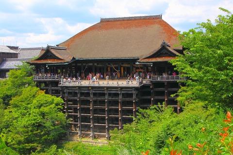 Kiyomizu-dera_-_Main_Hall_2