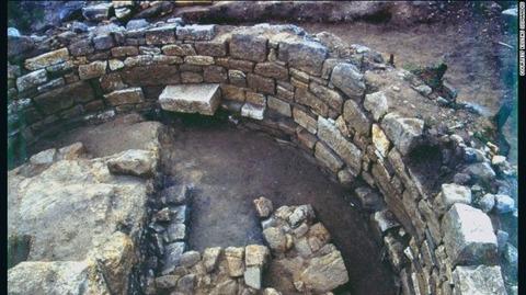 aristotle-tomb-1-exlarge-169