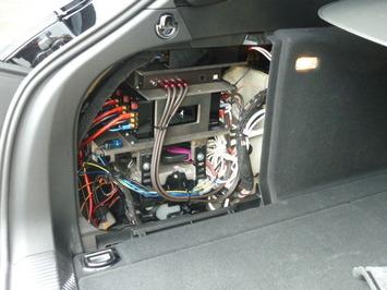A4アバント トランクサイド アンプ