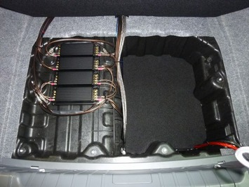 E90 トランクアンプ2