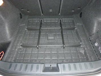 BMW E84 トランク床下