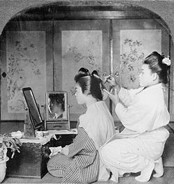 250px-Hairdressing_in_Japan,_1905