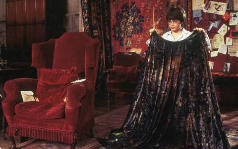 harry-potter-receives-invisibility-cloak