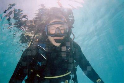 diver-breathing-through-snorkel