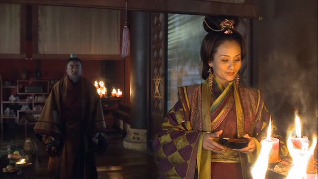snp-00895 董太后は、大将軍の何進(かしん)、その妹である何皇后と霊帝の後継者争いで対立