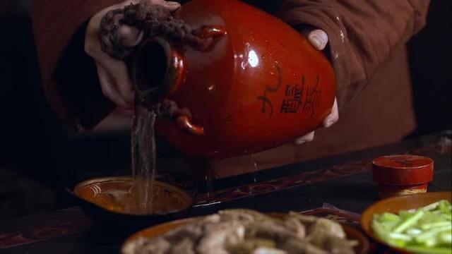 snp-00087 ちなみに、何進が呑んでる酒はやっぱり九醞春酒(きゅううん しゅんしゅ)。..