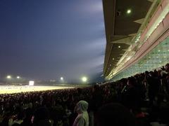 もう真っ暗の中山競馬場