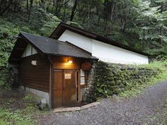 風穴の小屋