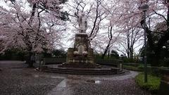 日蓮さんの像