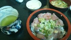 アジとブリの2色丼