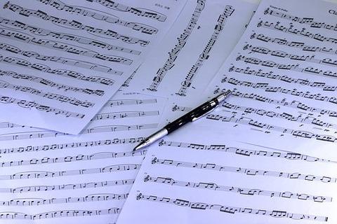 music-3943322__340