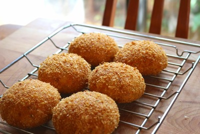 IMG_6893.jpg−2 18・8・31トマトとモッツァレラチーズのパン