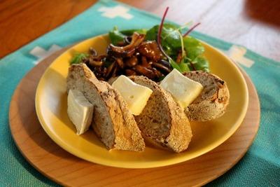 IMG_7021.jpg−2 18・9・25玉葱とライ麦のパン
