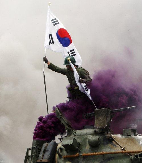"""政府認定の""""朝鮮戦争の英雄""""の英..."""