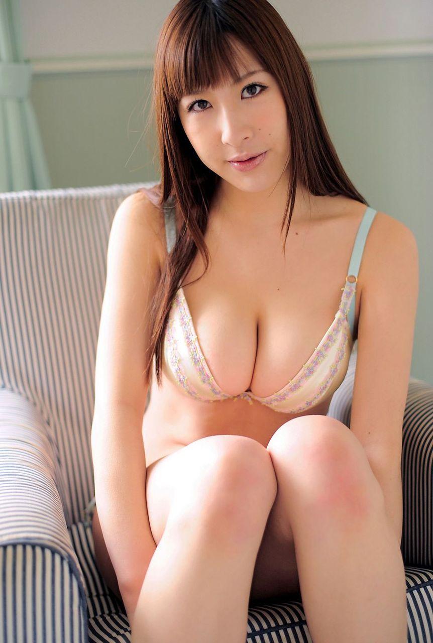 巨乳アイドルユニットKNU23の軟乳グラドル・山咲まりな「すごい変形」画像10