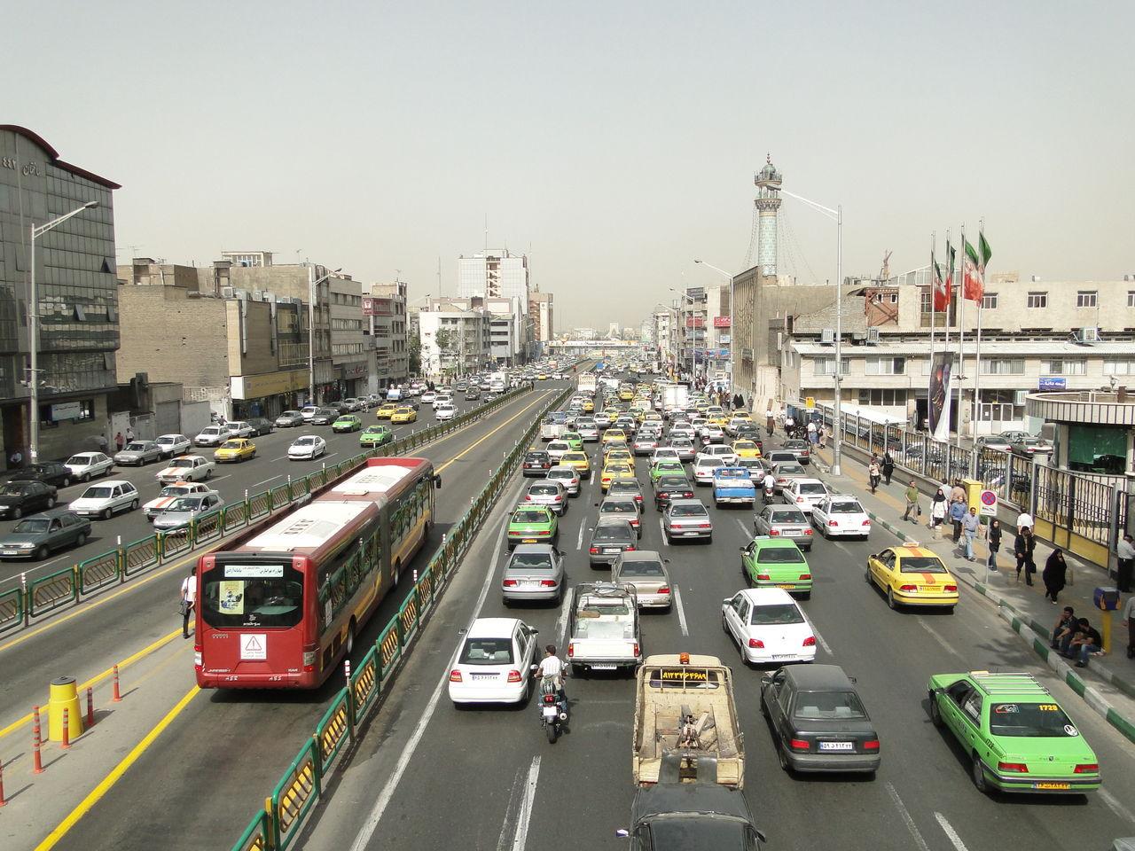 大都会テヘランを散策 - タジマ...