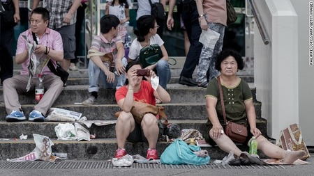 131003132230-chinese-tourists-hong-kong-horizontal-gallery