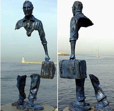 不思議な銅像