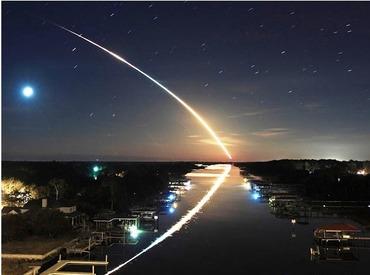 流れ星夜景