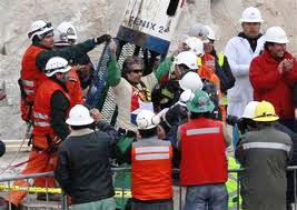チリ鉱山落盤事故