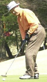ハツラツプレーの96歳石山英男さん