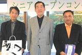 10・11 シニアオープン優勝の仲野さん(中央)