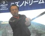 11・03 即席ゴルフ講座をする田中プロ