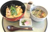 播州百日鶏の親子丼と丹波黒豆うどん(1480円)