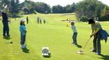 芝生の上のゴルフゲームは楽しい♪