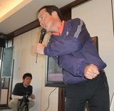10・12 ワンポイントレッスンする田中忠プロ