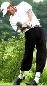 07年キャプテン杯を獲得された山本吉雄さんの力強いスイング。