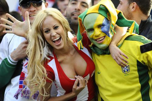 Paraguay Fans - Copa America 2011 (9)